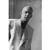 Alexander McQueen je ponekad nosio bele sakoe, koji su na njega delovali umirujuće bar na trenutak.