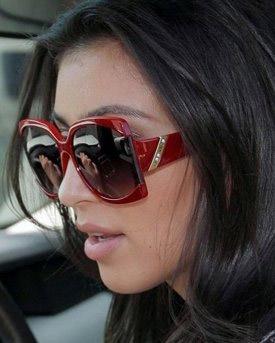 Kim-Kardashian,-Red-Hotd